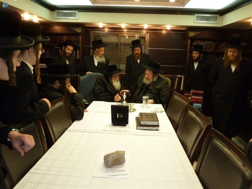 ביקור האדמו''ר מנדבורנא ירושלים אצל כ''ק מאד''ש (1)