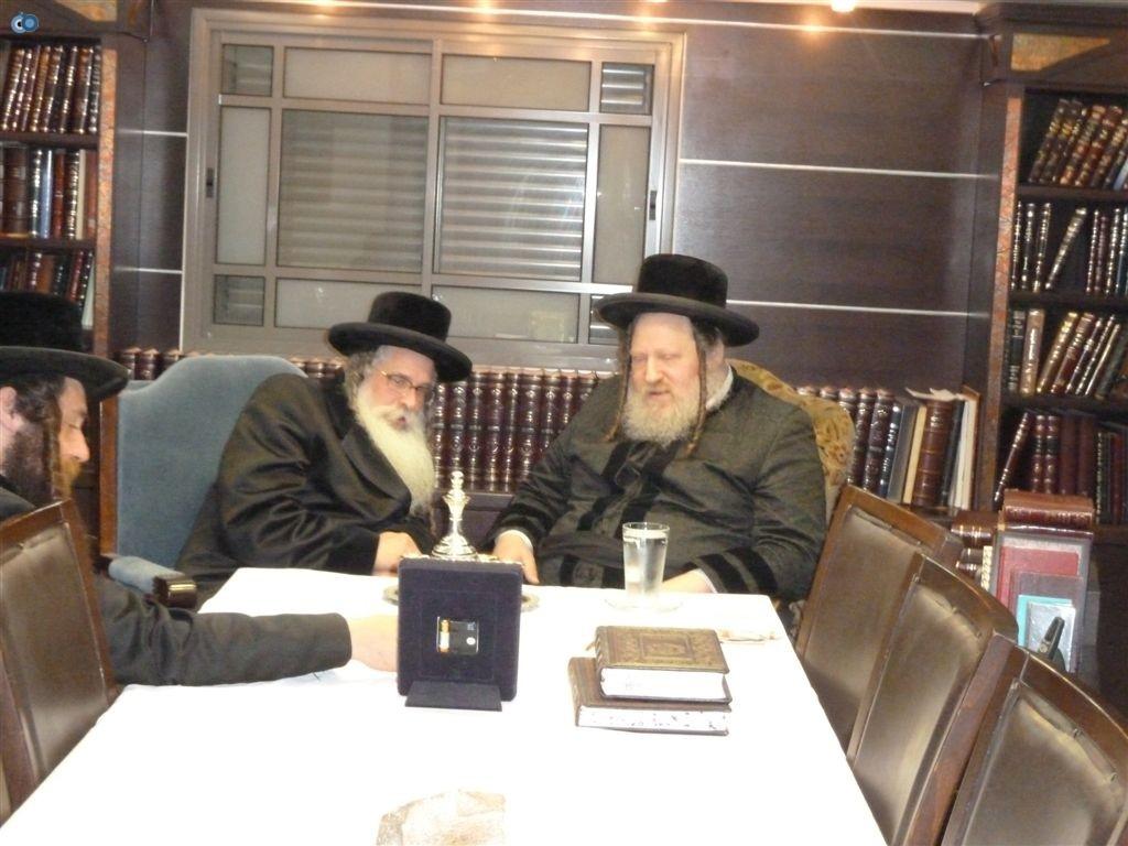 ביקור האדמו''ר מנדבורנא ירושלים אצל כ''ק מאד''ש (4)