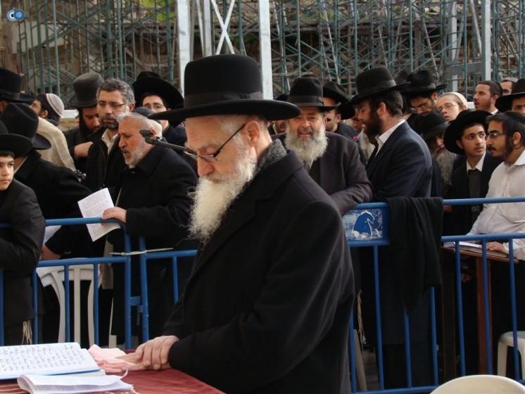 הרב יעקב יוסף השתתף בעצרת לרפואתו שנערכה בכותל המערבי