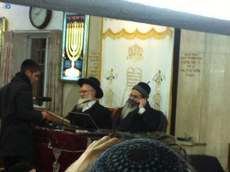 הרב יעקב יוסף עם הרב אמנון יצחק בשיעור בבורוכוב