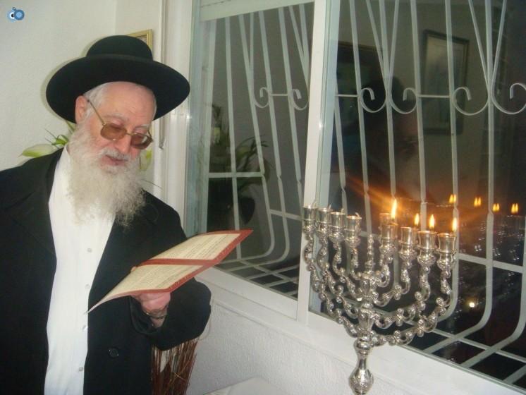 ר' יעקב יוסף בהדלקת נרות חנוכה