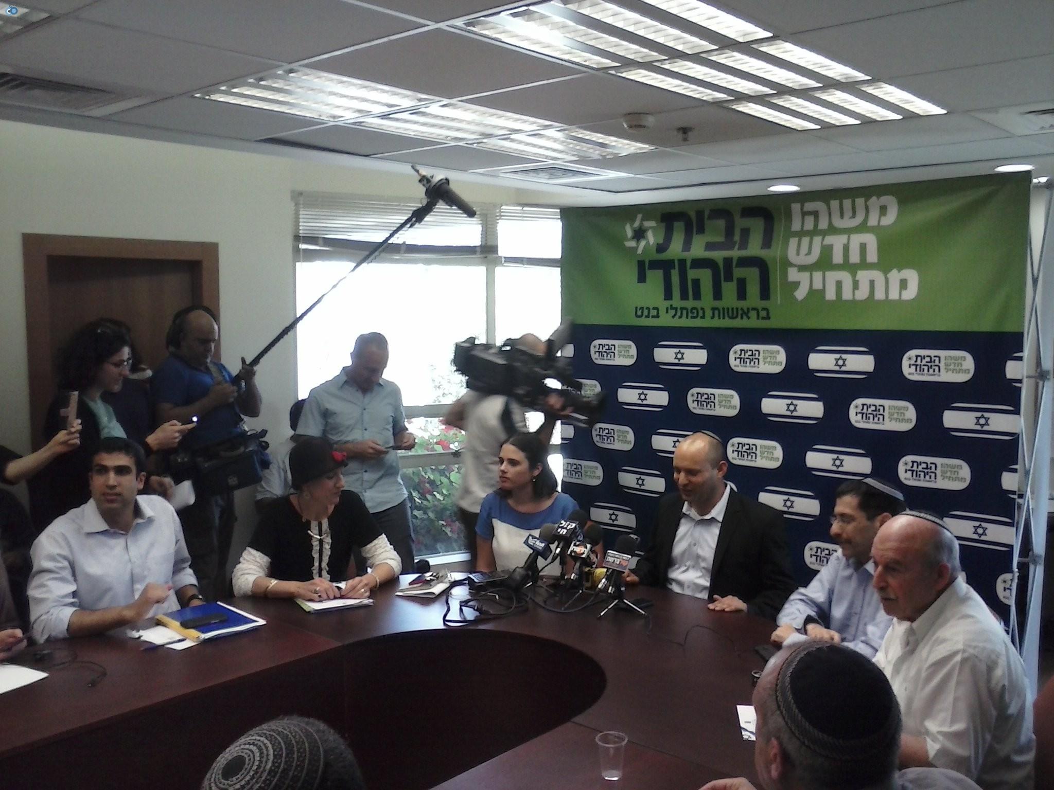 בנט במסיבת עיתונאים בסיעת הבית היהודי (3)