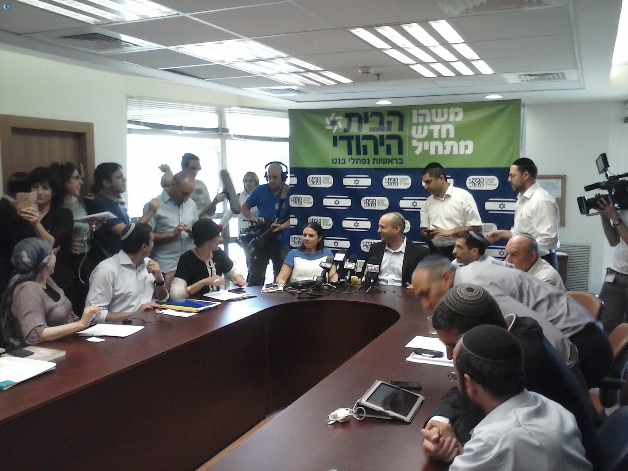 בנט במסיבת עיתונאים בסיעת הבית היהודי (4)
