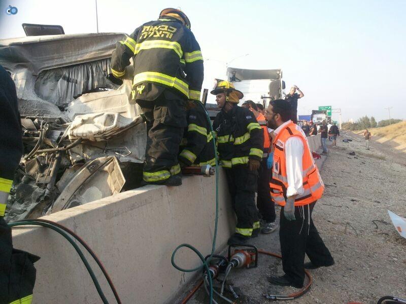 תאונה בין משאיות בכביש 6 (1)