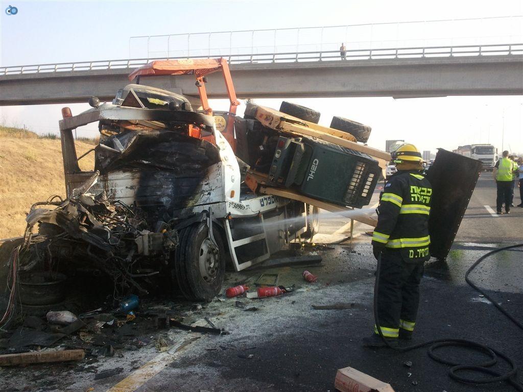 תאונה בין משאיות בכביש 6 (13)