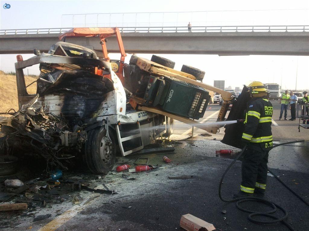 תאונה בין משאיות בכביש 6 (14)