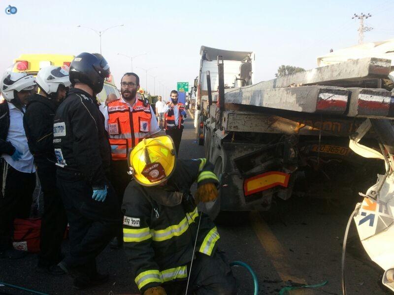 תאונה בין משאיות בכביש 6 (15)