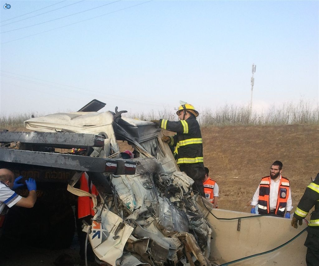 תאונה בין משאיות בכביש 6 (2)