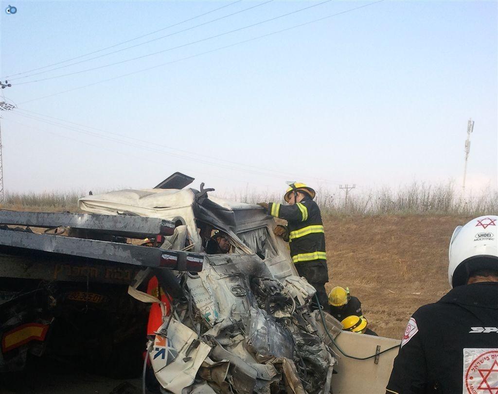 תאונה בין משאיות בכביש 6 (3)