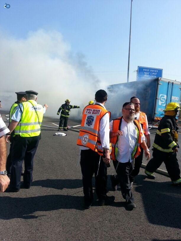 תאונת רכב ומשאית שעלו באש (10)