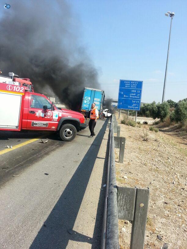 תאונת רכב ומשאית שעלו באש (11)