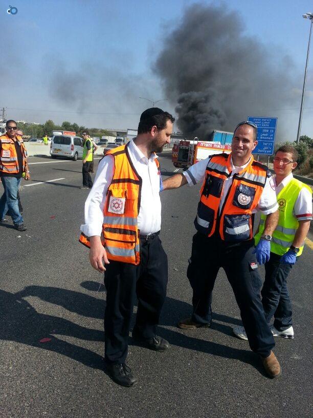 תאונת רכב ומשאית שעלו באש (12)