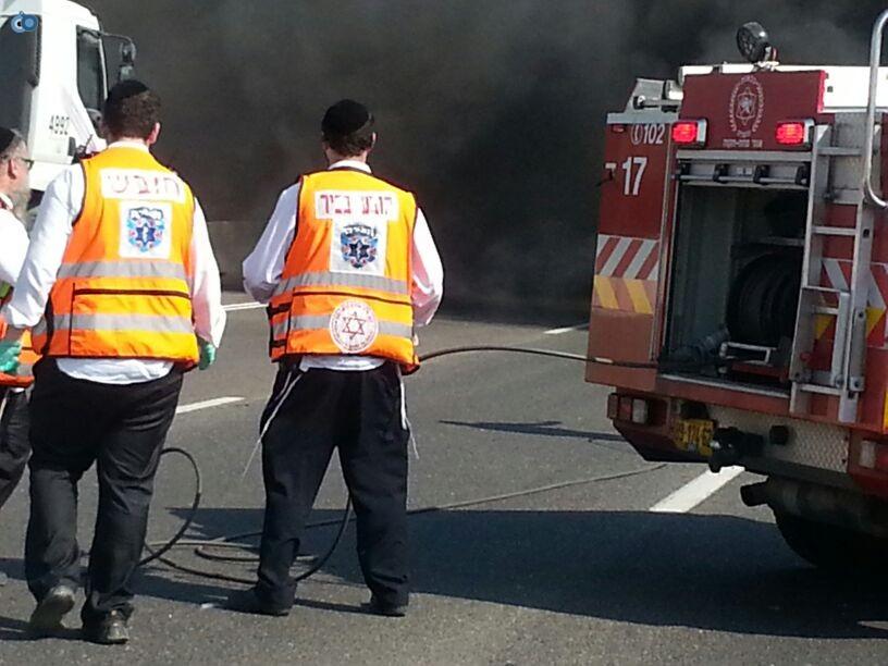 תאונת רכב ומשאית שעלו באש (13)