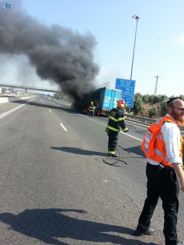 תאונת רכב ומשאית שעלו באש (15)