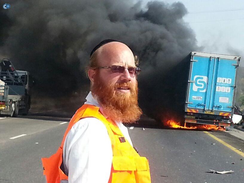תאונת רכב ומשאית שעלו באש (17)