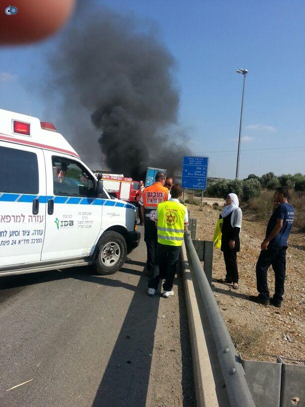 תאונת רכב ומשאית שעלו באש (2)