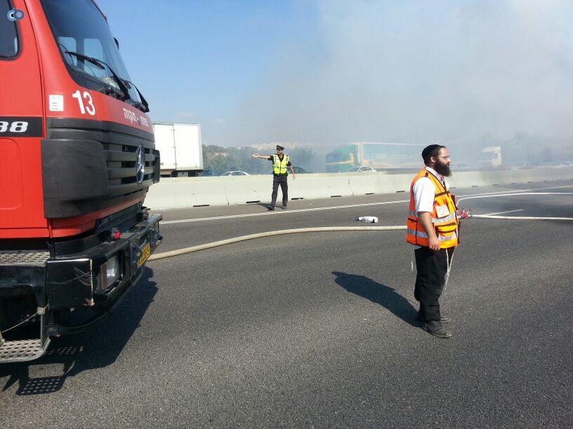 תאונת רכב ומשאית שעלו באש (4)