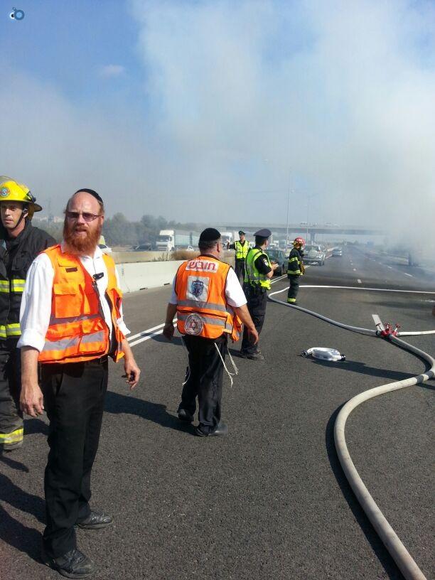 תאונת רכב ומשאית שעלו באש (7)