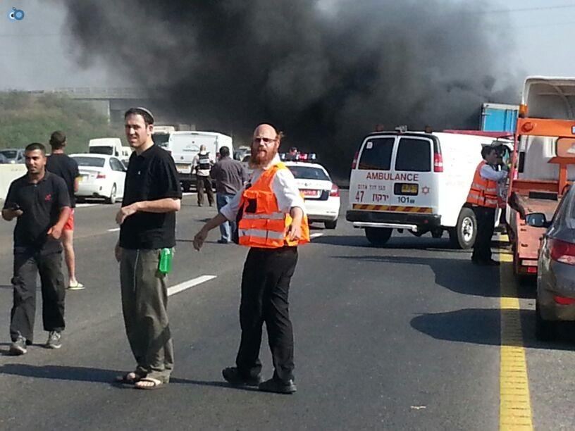 תאונת רכב ומשאית שעלו באש (8)