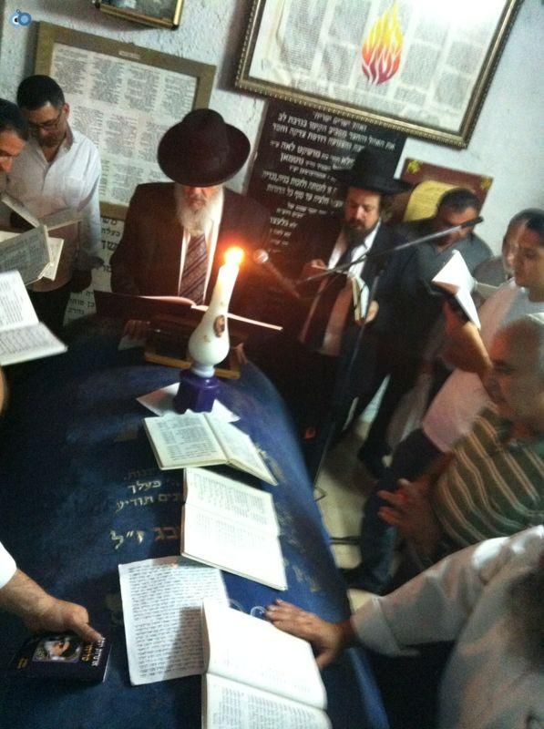 רבי רפאל אדרי על קבר חבקוק הנביא בסליחות (2)