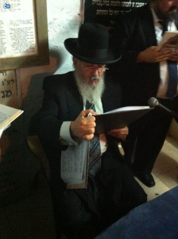 רבי רפאל אדרי על קבר חבקוק הנביא בסליחות (3)