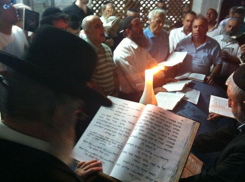 רבי רפאל אדרי על קבר חבקוק הנביא בסליחות (4)