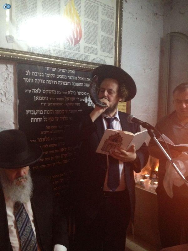 רבי רפאל אדרי על קבר חבקוק הנביא בסליחות (6)