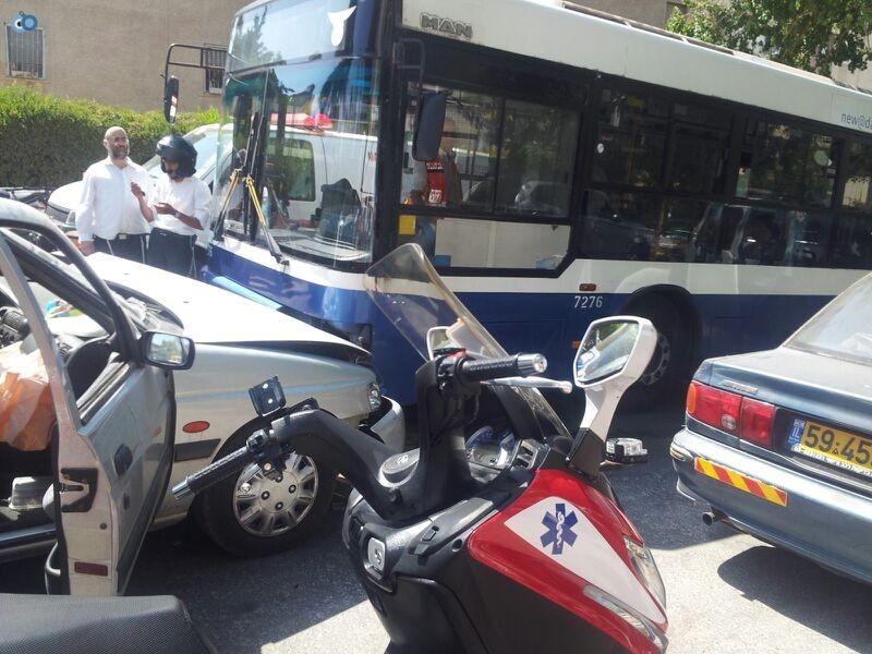 תאונה בבני ברק עם רכב אוטובוס אופנוע (2)