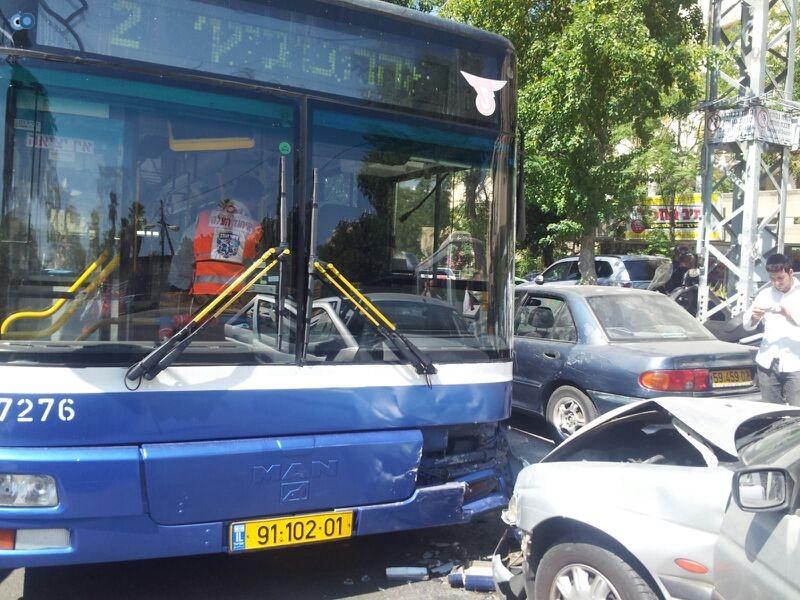 תאונה בבני ברק עם רכב אוטובוס אופנוע (3)