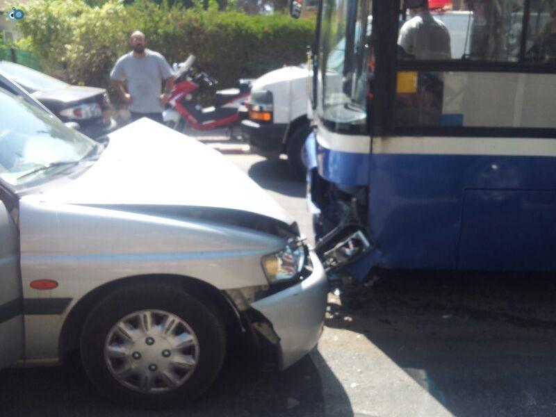 תאונה בבני ברק עם רכב אוטובוס אופנוע (7)