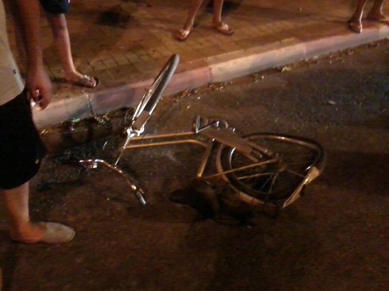 תאונה רוכבת אופניים נפגעה מרכב (13)