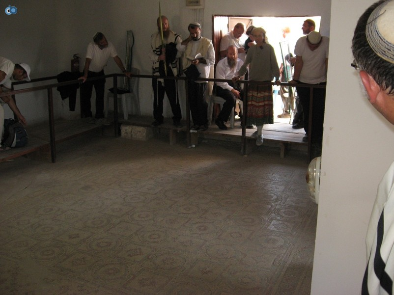 הדרכה על בית הכנסת שלום על ישראל ביריחו