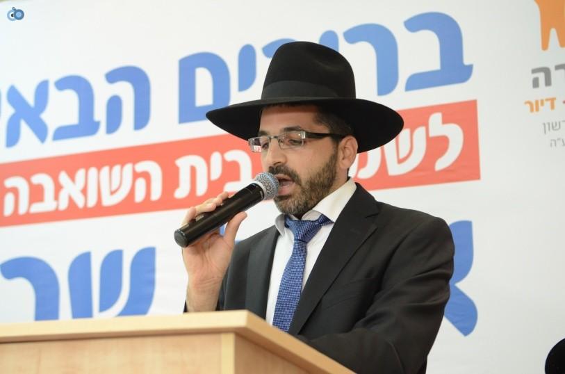 resized_שמחת בית השואבה אהל שרה צילם משה גולדשטיין עם אישי ציבור וזמרים (22)