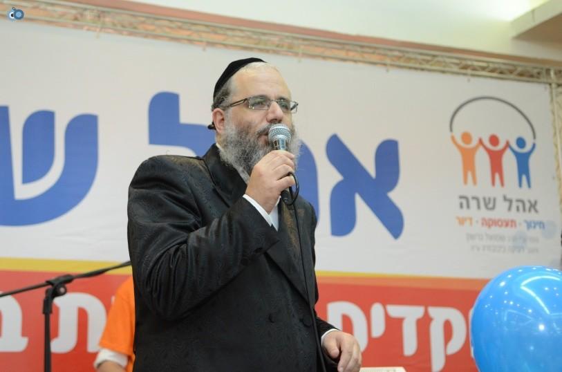 resized_שמחת בית השואבה אהל שרה צילם משה גולדשטיין עם אישי ציבור וזמרים (27)
