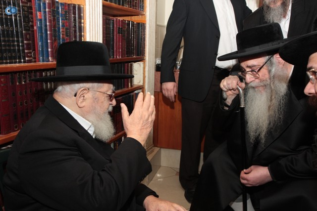 בביקור בבית הרב עובדיה יוסף - תשס''ח (1)