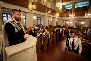 מוסקבה בית הכנסת . הגרפמ גולדשמידט נושא דברים לאחר תפילת שחריתהגדול