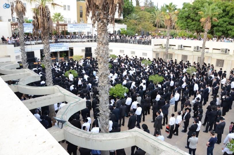 עצרת המונים ש''ס הרב יוסף יצחק (16)