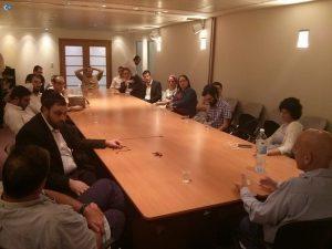 אין לנו ארץ אחרת: מפגש הפסגה  במשרדים של שוקן