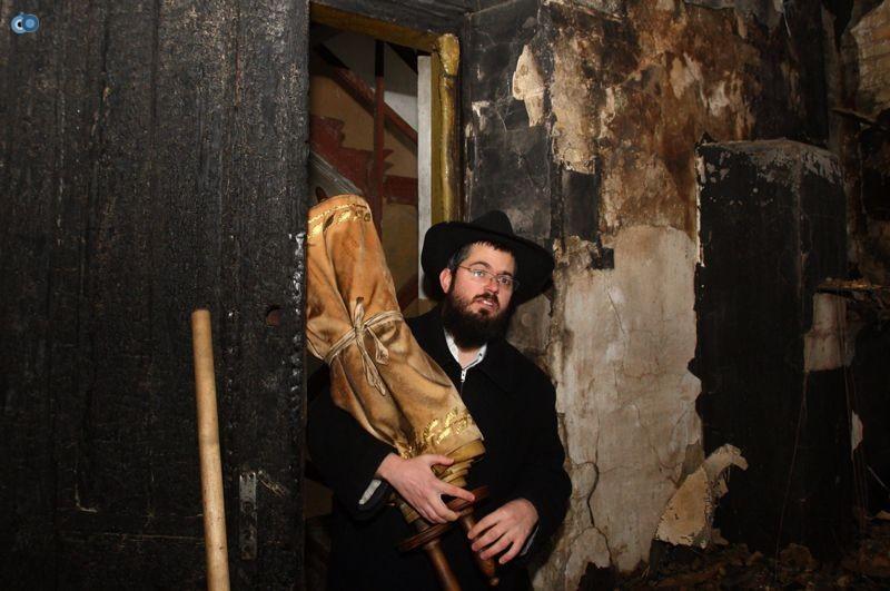 שריפה הרס בלרוס בית כנסת (12)