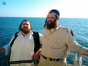 מחכים לקולות הימאים: זיידה ואחיו בבסיס חיל הים
