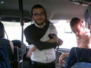 ומשפע מצוות תפילין, שמוליק אברהם הכוכב הבא מניח תפילין  באוטובוס