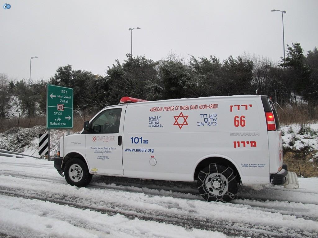 אמבולנס מדא מתחנת צפת בשלג - צילום ד.צ.ל. ארכיון דוברות מדא