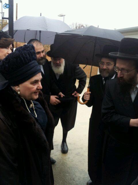 ביקור   רבנית  מבעלזא  לונדון סמינר  צילם  שוקי  ברנשטיין (14)