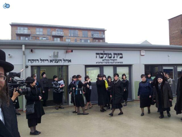 ביקור   רבנית  מבעלזא  לונדון סמינר  צילם  שוקי  ברנשטיין (7)
