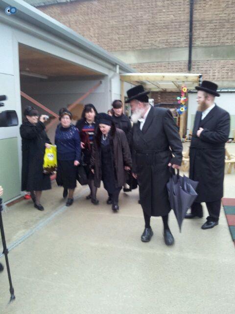 ביקור   רבנית  מבעלזא  לונדון סמינר  צילם  שוקי  ברנשטיין (9)