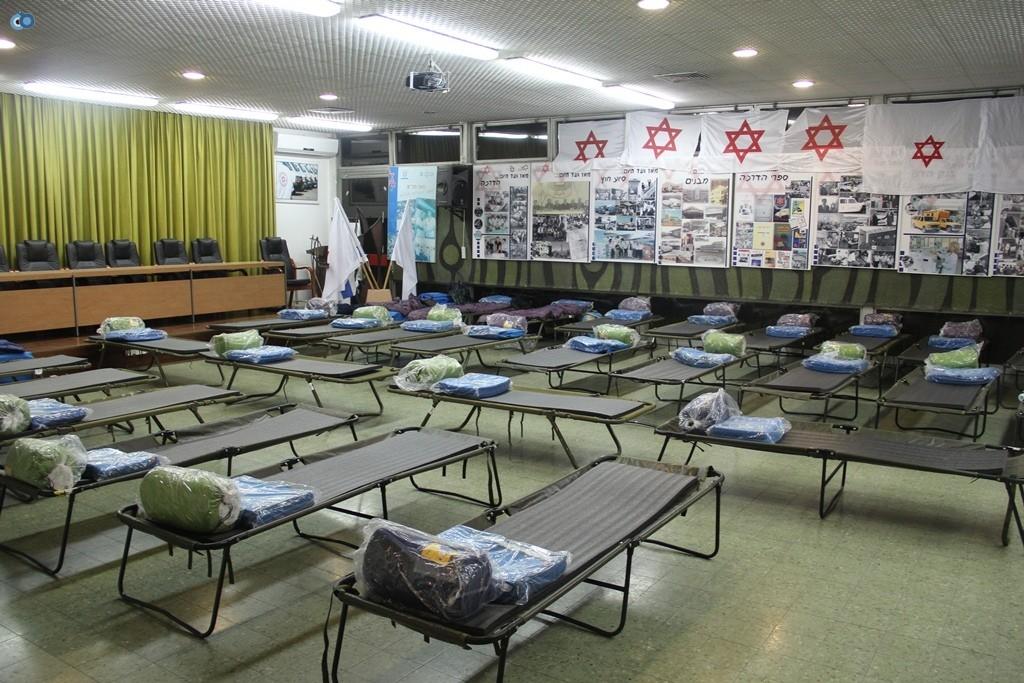 בית מגן דוד אדום בתל אביב הוסב לבית מחסה לחסרי בית לסוף השבוע הסוער - צילום דוברות מדא 13.12.13 (5)
