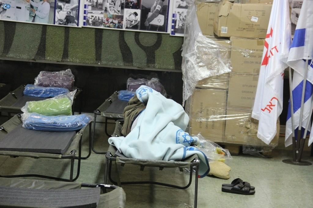 בית מגן דוד אדום בתל אביב הוסב לבית מחסה לחסרי בית לסוף השבוע הסוער - צילום דוברות מדא 13.12.13 (6)