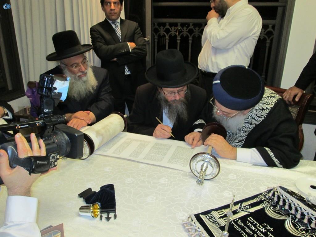 הכנסת ספר תורה אצל הרב עמאר (1)