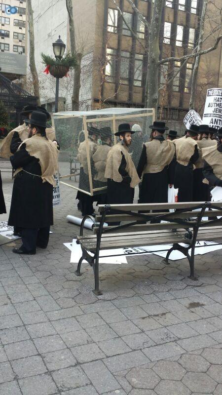 הפגנה נגד  הגיוס במנהטן חרדים   צילם  מוטי קליין 24 (3)