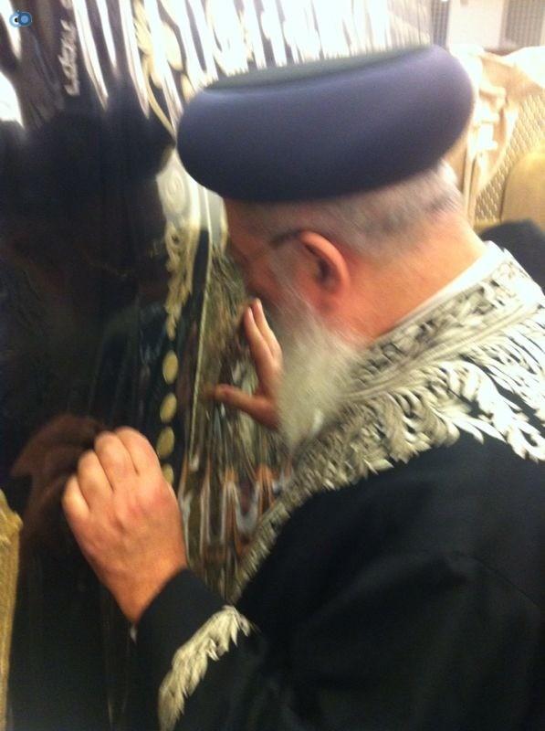 הרב עמאר בקבר רחל (1)